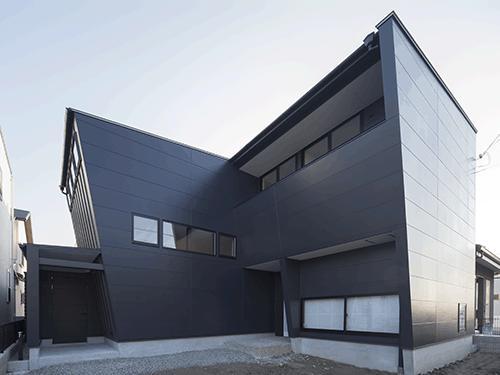 朝日の家 Ⅱの写真 黒い外観