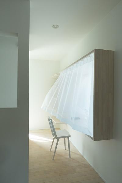 出窓型のデスク (cotoiro)