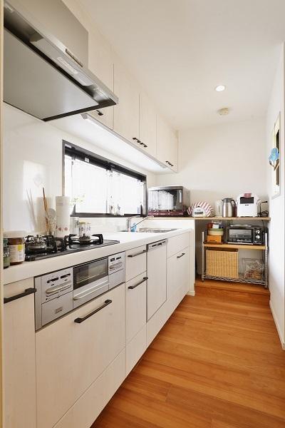 キッチン (築25年団地 珪藻土で落ち着くお家)