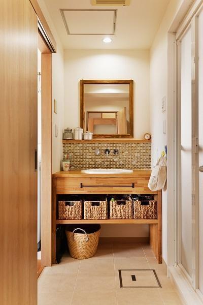 洗面室 (築25年団地 珪藻土で落ち着くお家)