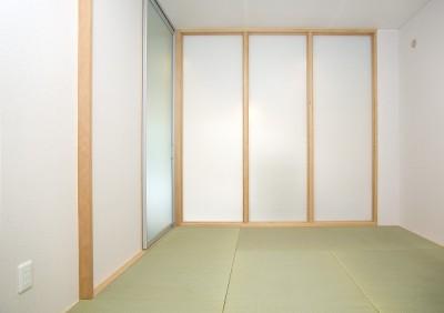 「バリアフリー」と「心地よさ」をかなえた シニア向けリフォーム:コンクリート住宅のリノベーション (半透明ガラスの間仕切り)