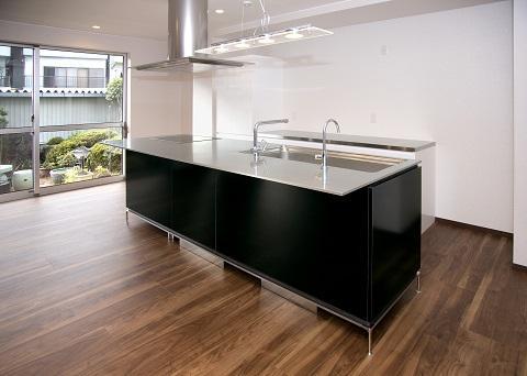 スケルトンリフォーム(コンクリート住宅の構造体を残した室内全面リフォーム)の部屋 ワイドなアイランドキッチン 3