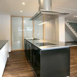 「バリアフリー」と「心地よさ」をかなえた シニア向けリフォーム:コンクリート住宅のリノベーション (ワイドなアイランドキッチン 3)