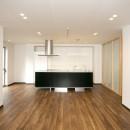 「バリアフリー」と「心地よさ」をかなえた シニア向けリフォーム:コンクリート住宅のリノベーションの写真 リビング