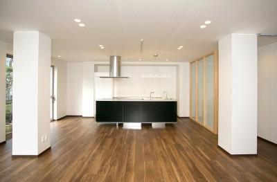 「バリアフリー」と「心地よさ」をかなえた シニア向けリフォーム:コンクリート住宅のリノベーション (リビング)