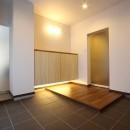 「バリアフリー」と「心地よさ」をかなえた シニア向けリフォーム:コンクリート住宅のリノベーションの写真 玄関ホール2