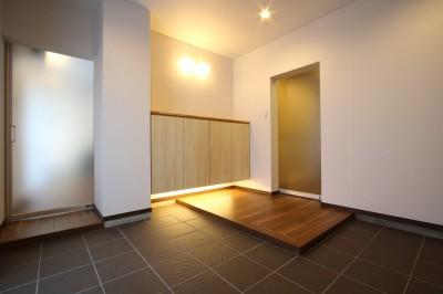 玄関ホール2 (「バリアフリー」と「心地よさ」をかなえた シニア向けリフォーム:コンクリート住宅のリノベーション)