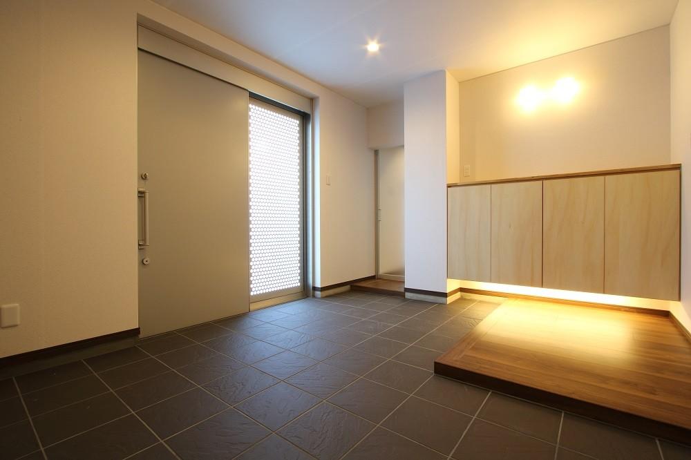 玄関ホール1 (「バリアフリー」と「心地よさ」をかなえた シニア向けリフォーム:コンクリート住宅のリノベーション)