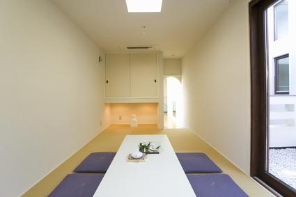 旧家住宅の減築リフォームの設計の写真 白を基調とした和の空間