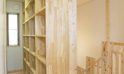 無垢材の香り漂う自然素材住宅:子育て世代にむけた のびやかな家 (ライブラリー(書庫))