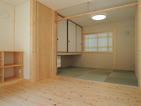 地震に強い家(制震住宅+耐震住宅) (リビングに隣接した和室)
