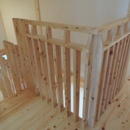 無垢材の香り漂う自然素材の住宅:地震に強い家(制震住宅+耐震住宅) (持ちやすく手触りのよさが感じられる、木材で加工した手すり。)