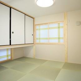 無垢材の香り漂う自然素材住宅:子育て世代にむけた のびやかな家 (和室)