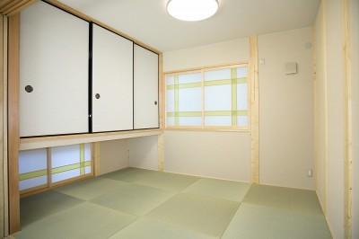 和室 (無垢材の香り漂う自然素材住宅:子育て世代にむけた のびやかな家)