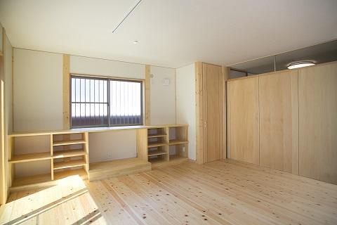 地震に強い家(制震住宅+耐震住宅)の部屋 家族だんらんの広々としたリビング