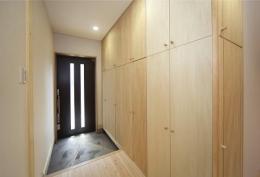 地震に強い家(制震住宅+耐震住宅) (豊富な玄関の収納庫・下駄箱)