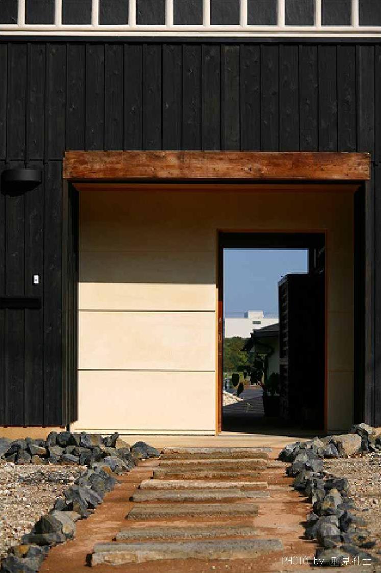 長久手の庭の部屋 玄関アプローチ