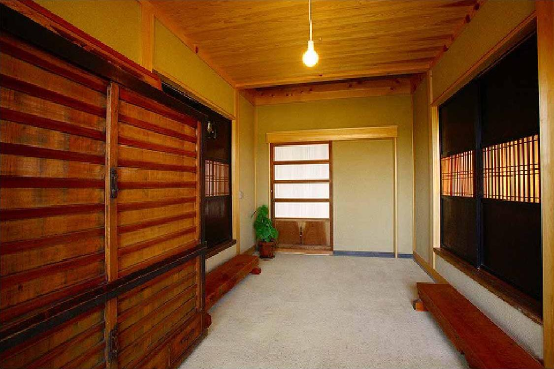 長久手の庭の部屋 広々とした土間玄関