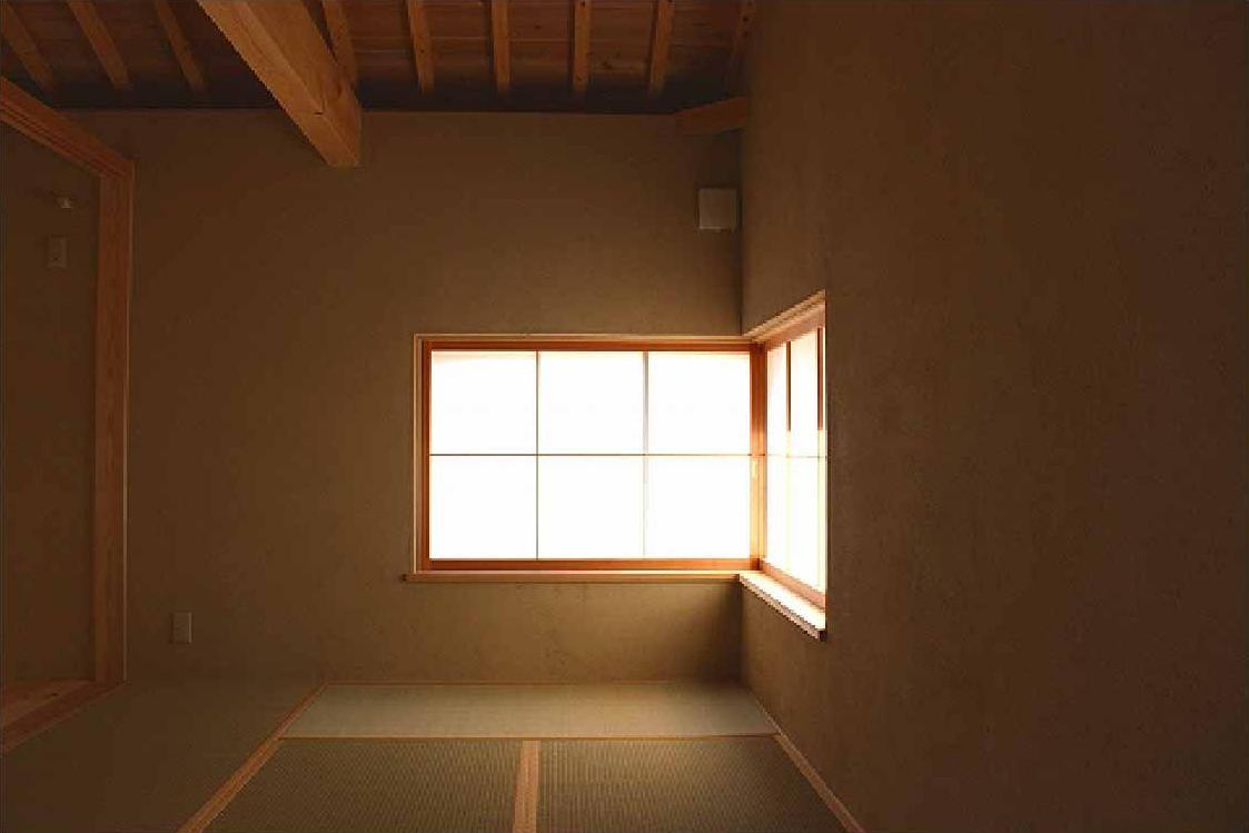 長久手の庭の部屋 コーナー窓で明かり溢れる和室