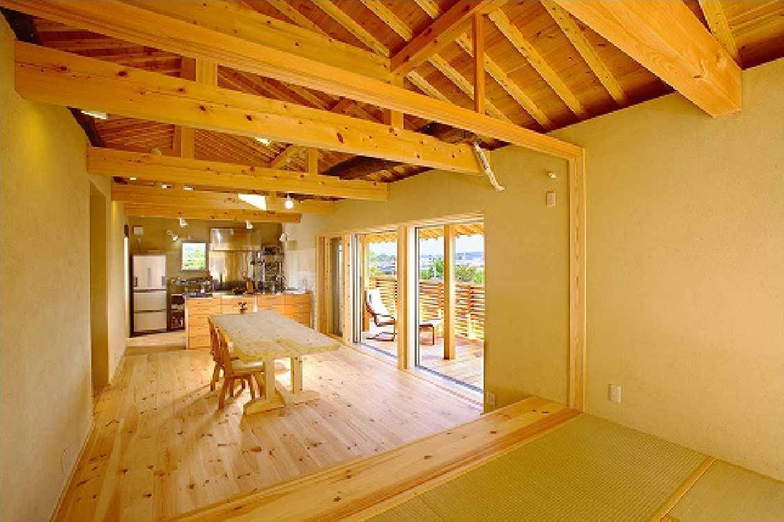 長久手の庭の部屋 和室からバルコニーに隣接したLDK を望む open