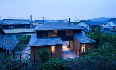 おかやまのいえ ー里山や隣近所との繋がりを住み継ぐ家ー (夜景)