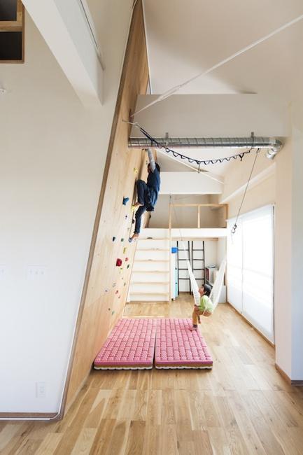 金沢文庫のボルダリングウォールのある家の部屋 大人も子供も楽しめる空間