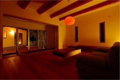 竹林の家 (化粧梁の見えるリビング)