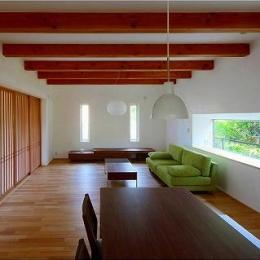 竹林の家 (化粧梁の見えるリビング・ダイニング (障子close))