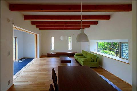 竹林の家 (化粧梁の見えるリビング・ダイニング (障子open))