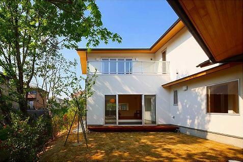 竹林の家 (中庭から見た建物外観)