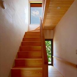 知多の家 (明るい日差しが射し込む階段)