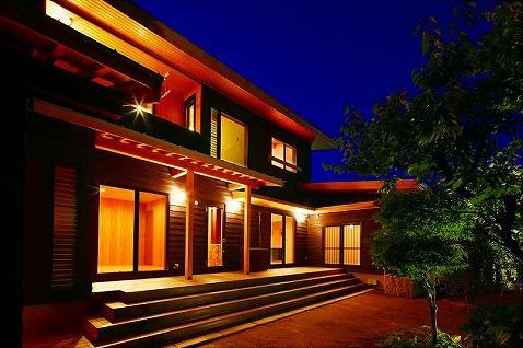 知多の家の写真 明かりの灯った外観
