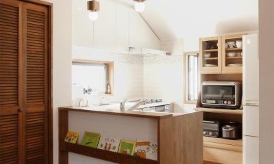 y邸・子ども達のために 自然素材で楽しくリノベーション (ダイニング側から見たキッチン)