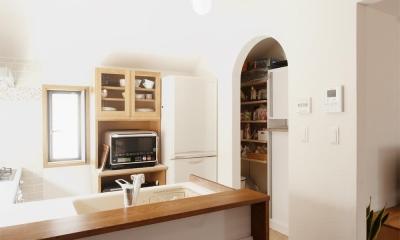 y邸・子ども達のために 自然素材で楽しくリノベーション (キッチン(パントリー))