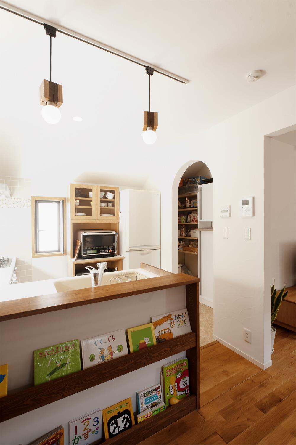 y邸・子ども達のために 自然素材で楽しくリノベーションの写真 キッチン(パントリー)