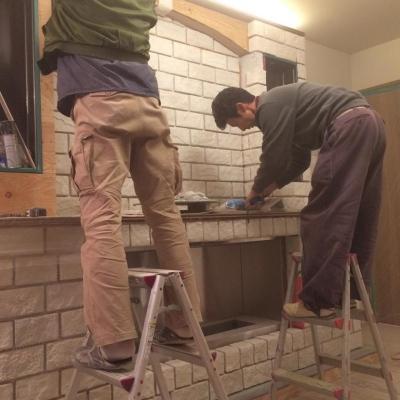 煙突の要らないエコ暖炉造作工事 (エコ暖炉 施工中)