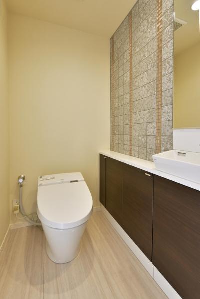 トイレ (都心で贅沢にゆったり暮らす、高級感漂うグレイスモダンスタイル)
