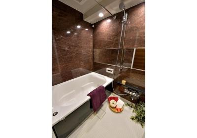 バスルーム (都心で贅沢にゆったり暮らす、高級感漂うグレイスモダンスタイル)