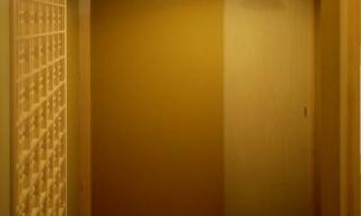 美浜の家 (落ち着いた趣の玄関)