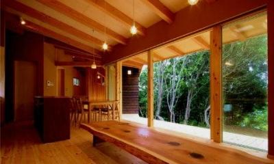 美浜の家 (木々を望める開放的なLDK)