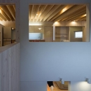 宮の沢の家の写真 吹き抜けから1階と2階LDKを望む