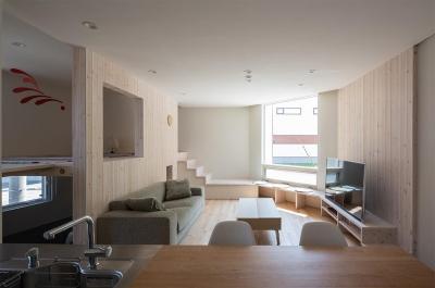 アイランドキッチンのある1階LDK 1 (宮の沢の家)