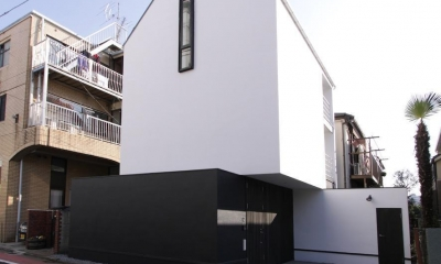 デザイン住宅外観いろいろ (白と黒の積木のような家)