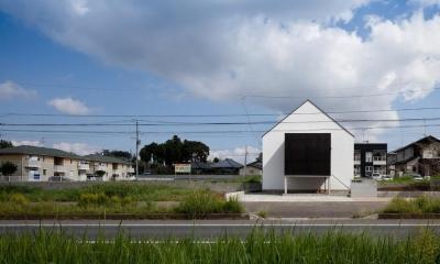デザイン住宅外観いろいろ (シンプルな三角屋根と黒い箱をつなぎ合わせたデザイン)