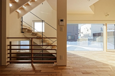 段差を繋ぐ家 (各階を繋ぐオープン型階段 4)