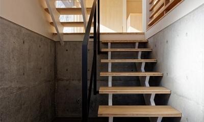各階を繋ぐオープン型階段 1|段差を繋ぐ家