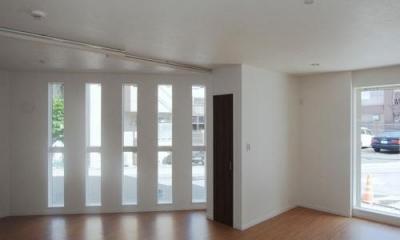 46坪・2階建て:2世帯住宅 (スリット窓のある空間)