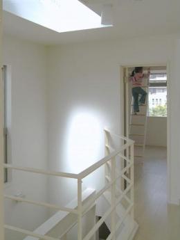 32坪・3階建て:プラス車庫4坪 (下のリビングまで光が届くトップライト)