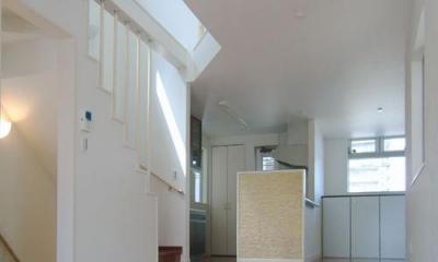 3階建てローコスト住宅 横浜 (白を基調としたLDK)