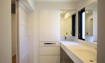 にじみの家 (白くまとめた洗面室)